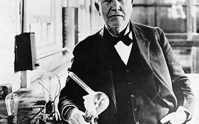 Thomas Alva Edison (1847 – 1931) verwendete in seiner ersten Glühlampe verkohlte Bambusfasern als Glühfaden. Somit ist auch ein technischer Meilenstein der westlichen Welt mit Bambusverknüpft. Weitere Informationen zu Edison […]